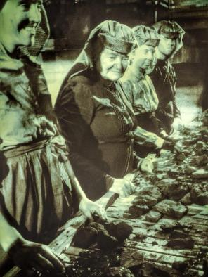 Queens of the Coal (14)